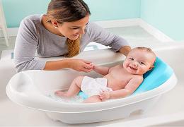 Comment laver votre bébé au quotidien ?